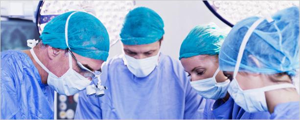 Como é realizada a cirurgia capilar